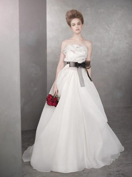 结婚是租婚纱好还是买婚纱好?