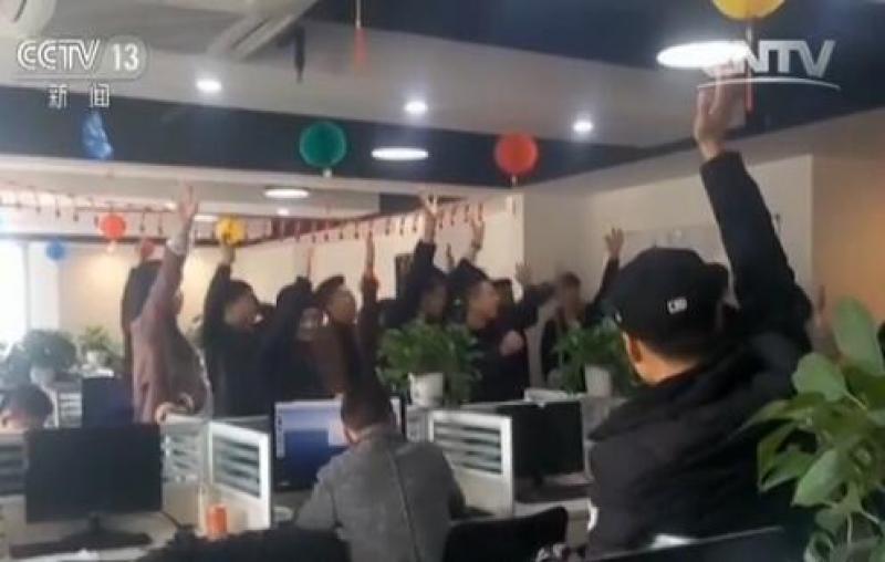 """网络消费陷阱""""揭秘:微信陪人聊聊天 轻松月入两三万?"""