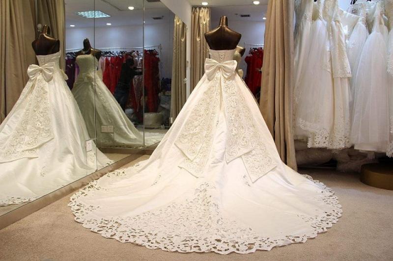【亂丗小苮囡】租婚纱礼服多少钱?租赁婚纱细节要知道?
