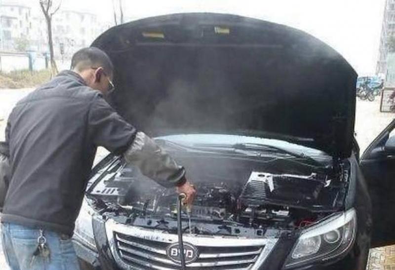 洗车能不能直接用水冲洗发动机,你还傻傻不知道?现在看还不晚!