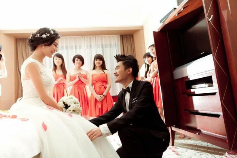 婚礼跟拍报价单一般包含哪些费用?婚礼跟拍需要多少费用呢?