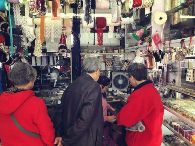 这家如今已少见的裁缝店,40年如一日缝补着老上海的情怀和浪漫