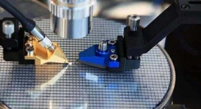 制造芯片最好光刻机来自荷兰而不是芯片大国美国,荷兰是如何做到的?