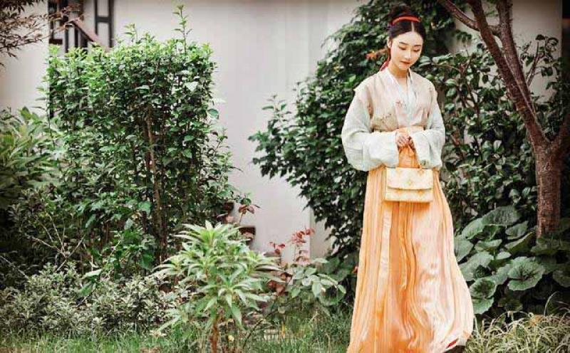 汉服才是中国的传统服装,旗袍、唐装、中山装都算不上国服