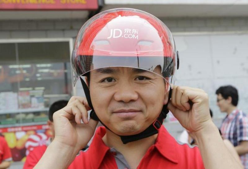 【风雅中带野】刘强东曾说干5年买房,那0001号快递员,工龄10年,现在怎么样