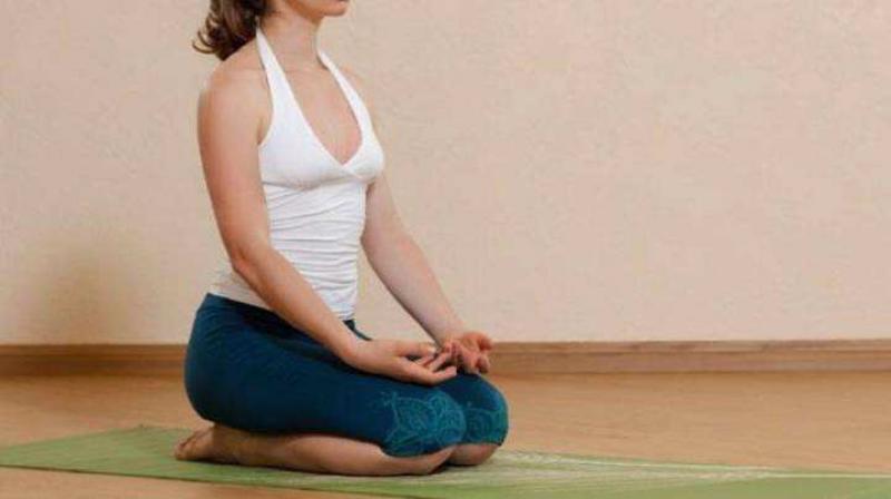【白衣折扇翩翩少年】每天这样5个步骤跪坐30秒,缓解膝痛、通经活络、养身还养心!