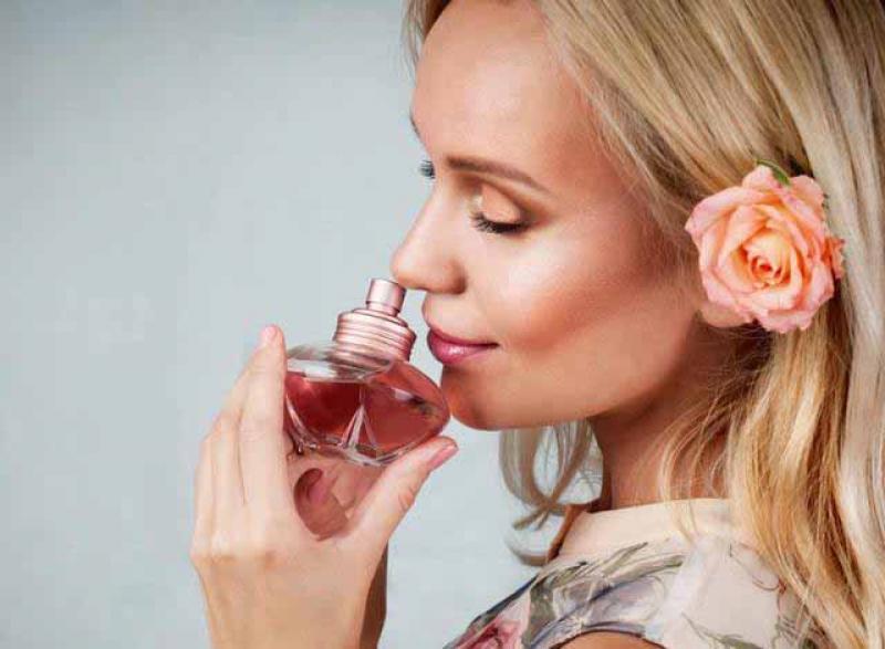 """【女性】这3款高格调的香水,越闻越上瘾,喷香水有什么""""小技巧""""吗?"""
