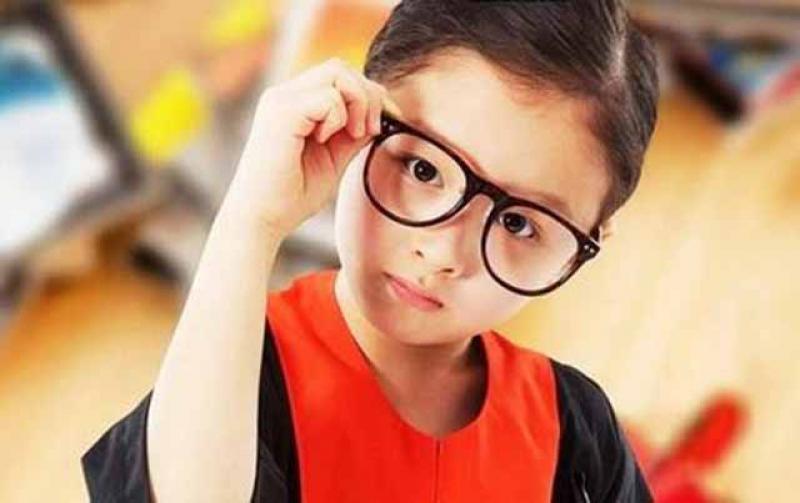 关于孩子视力的10个真相,爸妈要警惕,变成高度近视就后悔莫及了