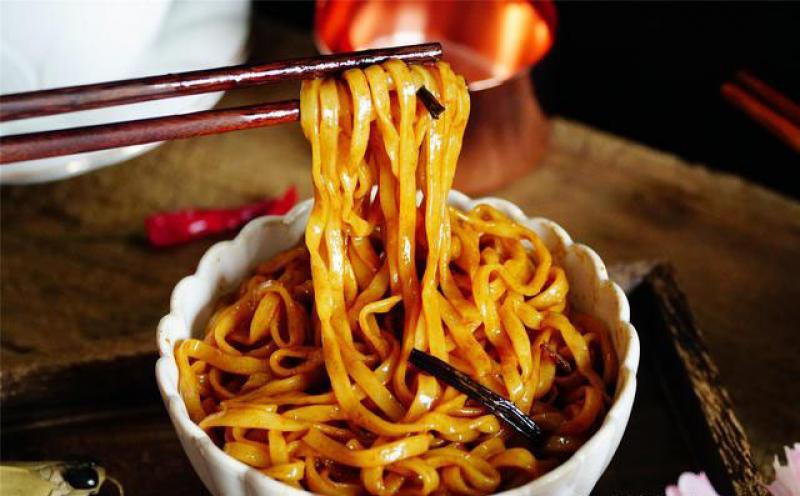 【澄澈的眼】这碗面,是苏沪的招牌,北方人却颇为不屑,都是油有什么好吃的