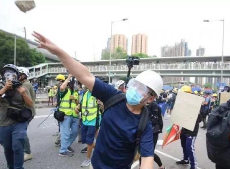 警察被暴徒砸砖头,我们受够了!香港各界呼吁支持警方