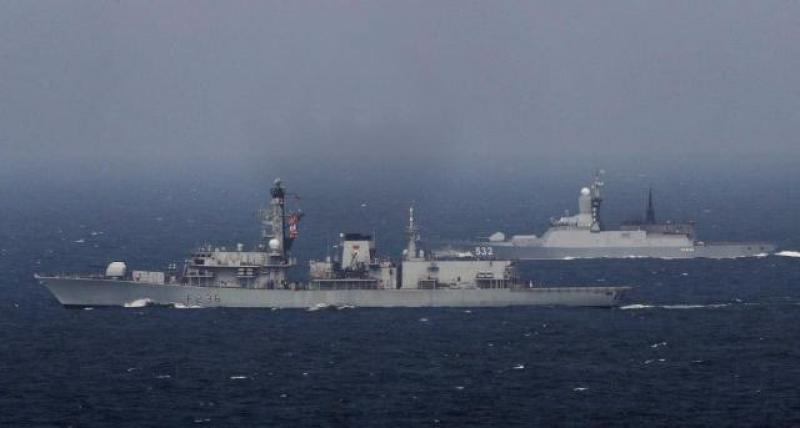 【流年撕碎青春】052C舰再穿英吉利海峡,英舰仍全程追踪,舰长一句话让英国人脸红