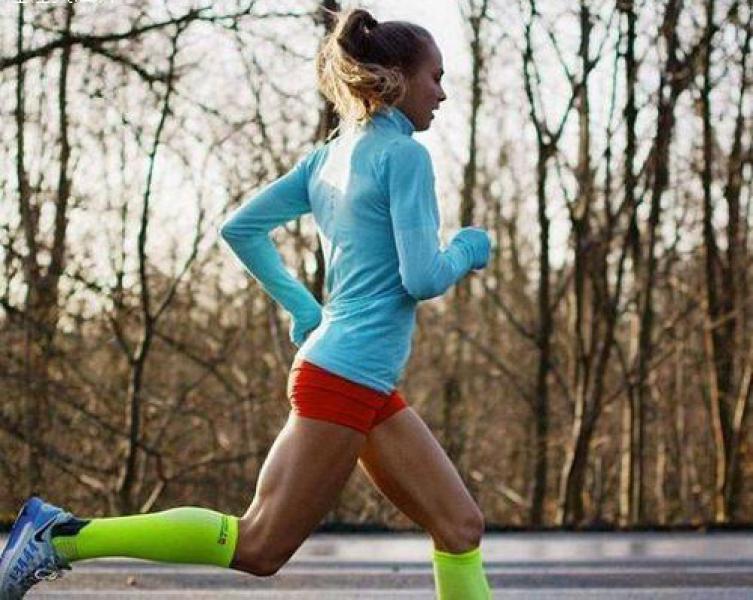 从你跑步那天起,这4个动作就不能少,热身做到位,跑步更轻松