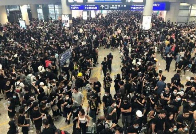 【感受初秋的旋律】香港机场今日航班大面积取消!