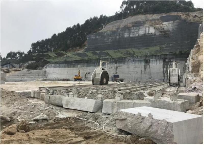 【海上明月共潮生】环保督察组:福建漳州一矿山为应付检查在混凝土地面铺草皮