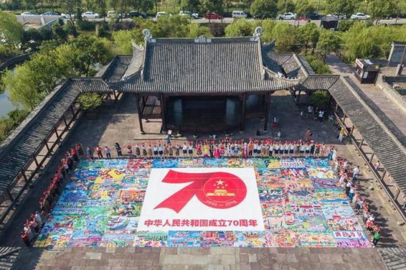 献礼新中国成立70周年 澥浦农民画描绘美好生活