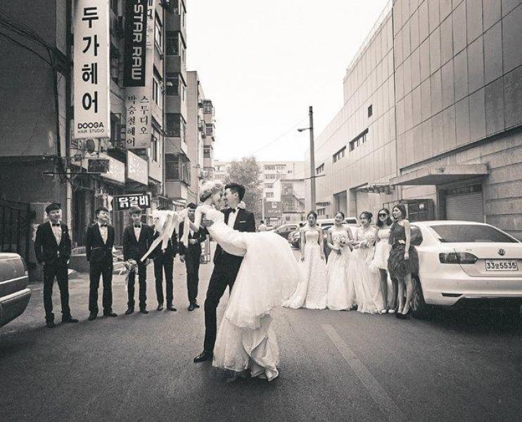 【卖萌嘟嘴萌妹纸】顶级婚纱的拍摄方式