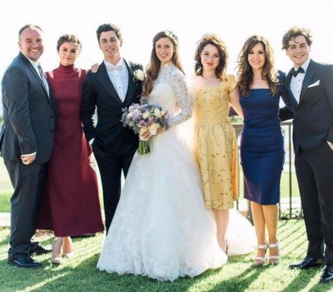参加婚礼,选什么样的鞋子,衣服,才会大方得体,还不抢新娘风头