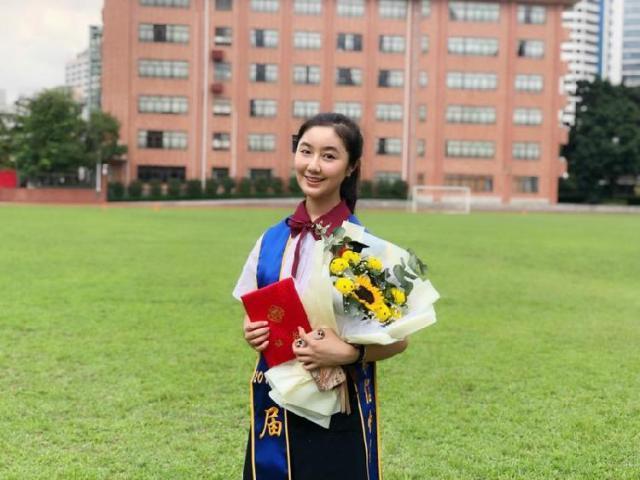 """""""点读机女孩""""入读中国传媒大学:网上流言成学习动力"""