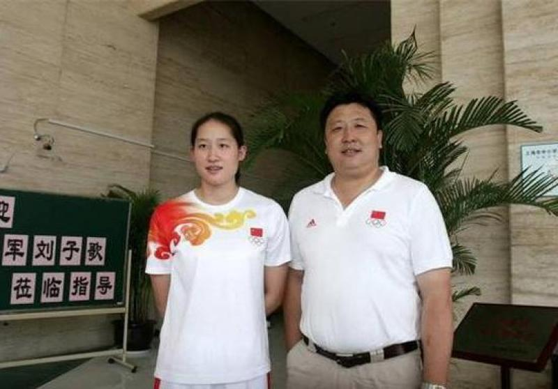 【唐僧也蹦迪】蝶泳皇后四破世界纪录,与53岁二婚老公生活幸福,百万豪车送教练