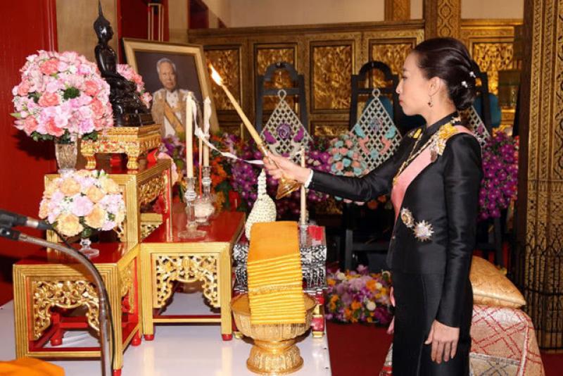 【来一碗小仙女】40岁泰国公主出席前总理百日缅怀活动,有颜值有才华的她曾想招林志