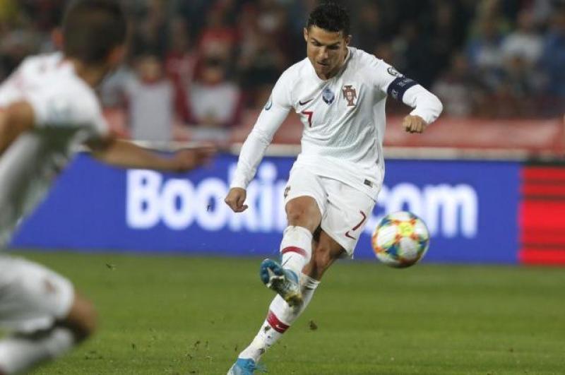 欧预赛-C罗争议球葡萄牙4-2 科曼两球法国4-1 凯恩戴帽英格