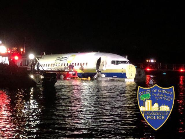 【超人不流泪】737MAX还在停飞,波音新机型又在测试中炸了舱门