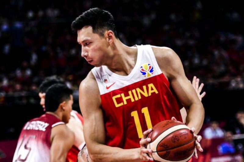 """""""黑夜""""里最好的消息,易建联否认退出国家队,中国篮球还有希望"""