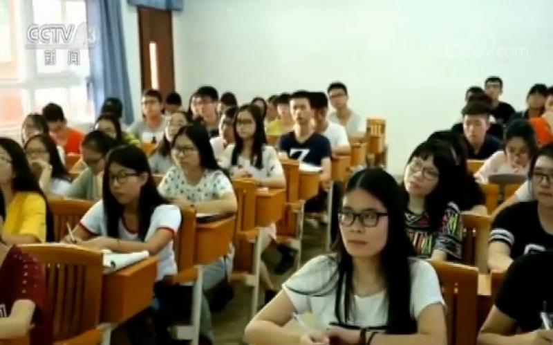 【蓝天白裙少女】在内地升学就业是一种什么feel?香港学生们这么说
