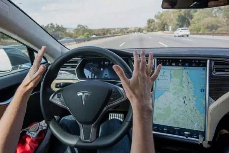 配一块比iPad更大的中控大屏,就是互联网汽车了?