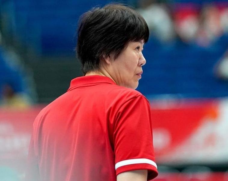 【草莓味甜甜圈】中国女排取胜喀麦隆队,郎导就李盈莹的表现,从三个方面给予肯定