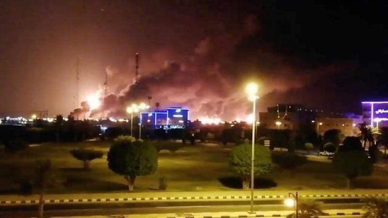 【十年萤火照君眠】全球最大石油设施一片火海,沙特东部再次遭遇空袭,美国发出警告