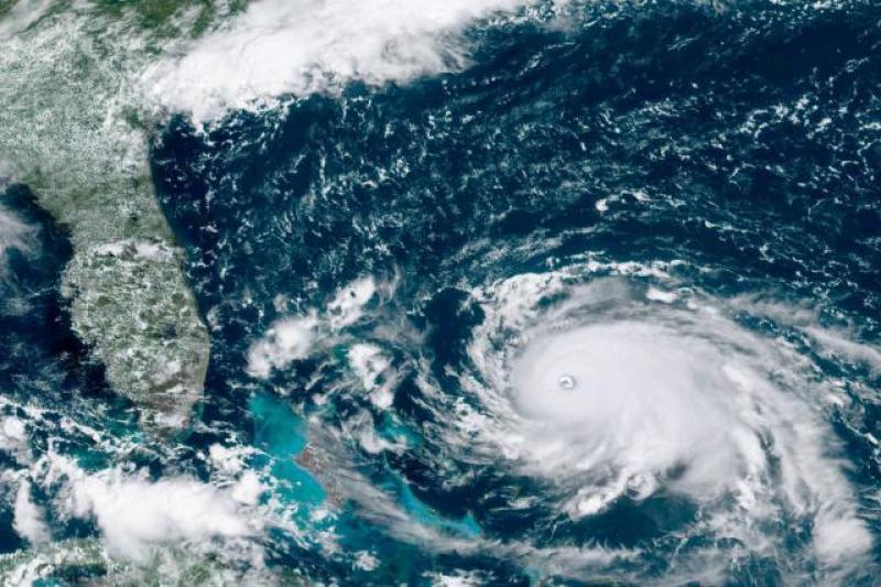 【姐时淑女时汉子】飓风强袭美国,损失巨大,美领导:飓风眼扔个核弹试试?