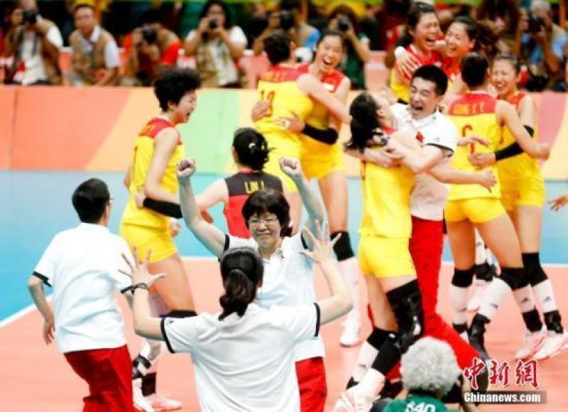 【叼着奶瓶逛青楼】第10次加冕世界冠军!中国女排荣誉柜金光闪闪