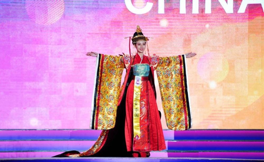 世界旅游小姐总决赛青岛落幕,中国选手季军,墨西哥选手夺冠