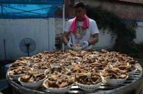 【是疯了的圆规】农村这种传统喜宴,一桌上十六碗菜,听菜名就让人流口水
