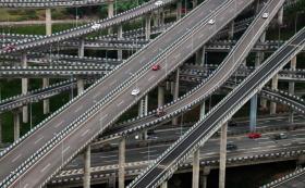 【草莓味甜甜圈】这座立交桥共有五层20条匝道,让外地司机抓脑,让导航也会犯迷糊