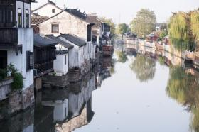 【白裙红衣的姑娘】江苏最低调的古镇,可与周庄乌镇相媲美,门票0元却少有人知