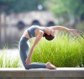 【拿把雨傘裝蘑菇】九月瑜伽:怀揣希望去努力,静待美好的出现