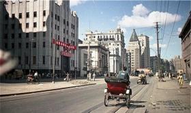 【活出爷们范ル】罕见老照片:1949年解放后的上海,图1机枪手在楼顶保卫上海领空