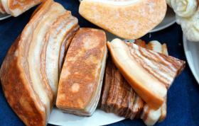 【爱赖床的菇凉】这些洗得干干净净的猪肉,您准备炒还是炖呢?网友说可看不可以吃