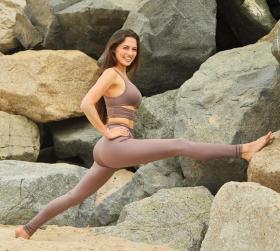 【叼着奶瓶逛青楼】瑜伽,就像一面镜子,真实不虚