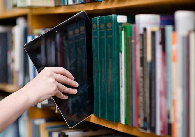 你的 KIndle 可能还在吃灰,但图书馆里借电子书的人越来越多