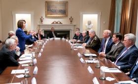 特朗普与佩洛西剑拔弩张的照片引发热议 原来背后发生了这么多事……