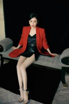 【雨不眠的下】38岁秦岚闯入时尚圈,越来越有韵味,惹人喜爱,网友:漂亮迷人
