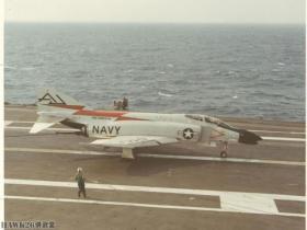 """【傻傻惹人爱】1961年美国海军接收第一批F-4""""鬼怪II""""冷战经典战机终于登"""