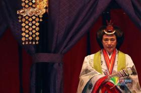 【木有牙的兔纸】日本天皇即位典礼举行 德仁身着黄栌染御袍亮相