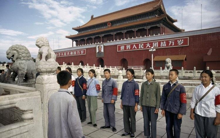 法国人镜头下的1973年中国:图3是最帅气的军装,图9工人们很自