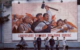 【清晨的小鹿】法国人镜头下的1973年中国:图3是最帅气的军装,图9工人们很自