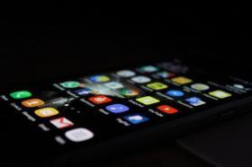 【清风竹间行】从屏幕使用时间看贫富:低收入人群使用屏幕时间更长
