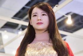 【回幼儿园当学霸】日本女性机器人惹争议!外观性能以假乱真,未来或颠覆人类社会?